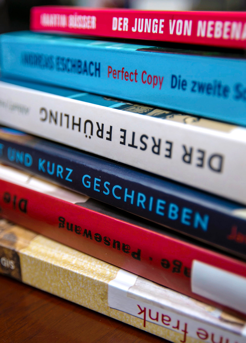 a stack of books in German