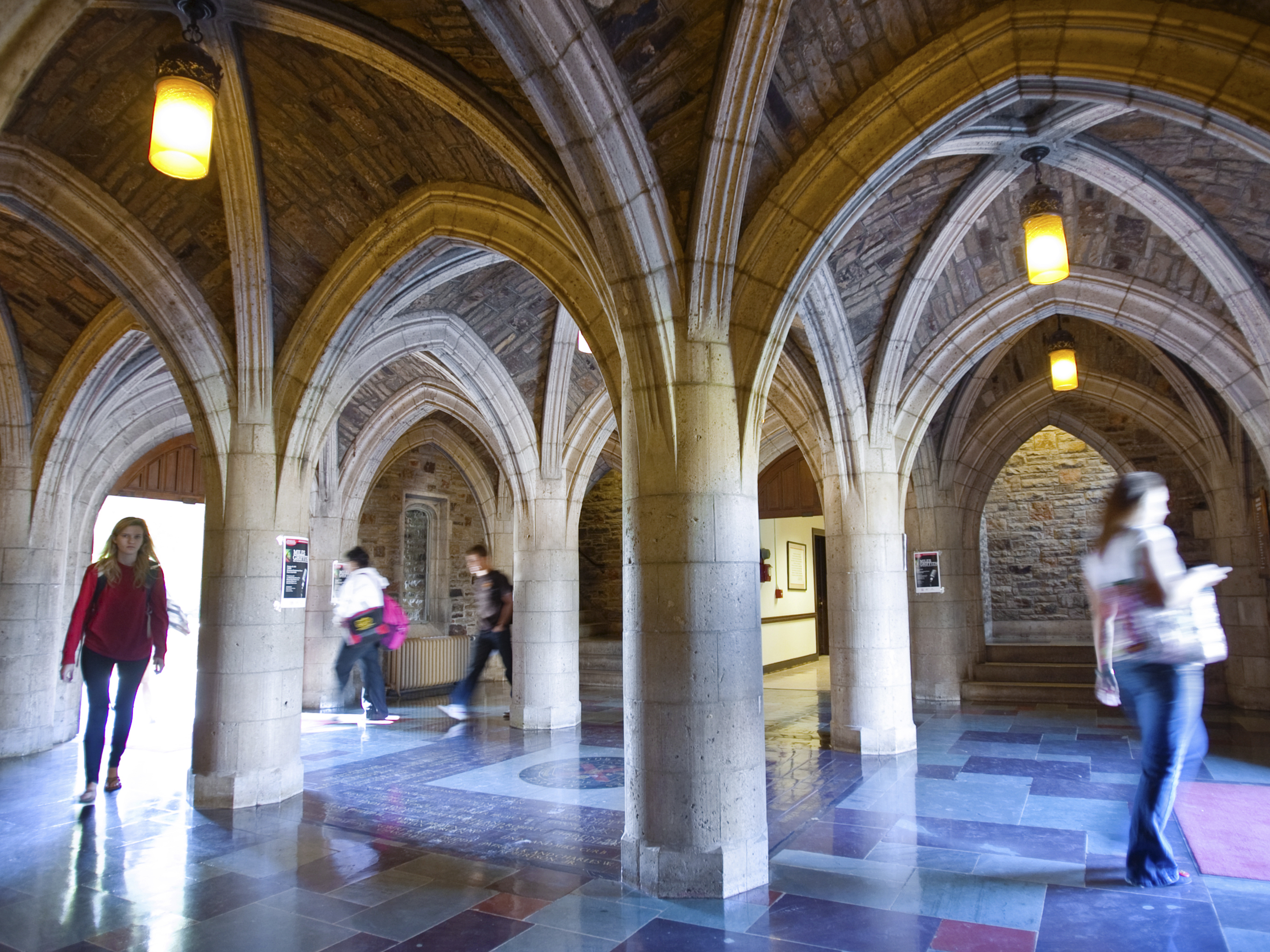 Students come in and out of the Palmer Hall cloister